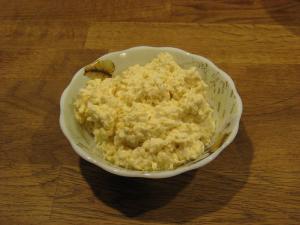 salat-iz-plavlenogo-syra-s-yajcom_148.jpg